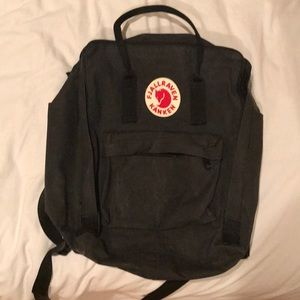 Black Fjallraven Kanken bookbag